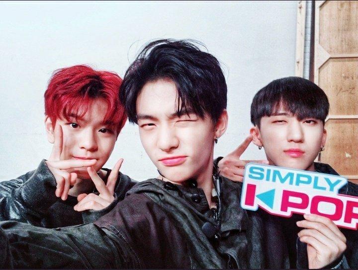 Simpy K-Pop twitter update 180413 + District 9 performance