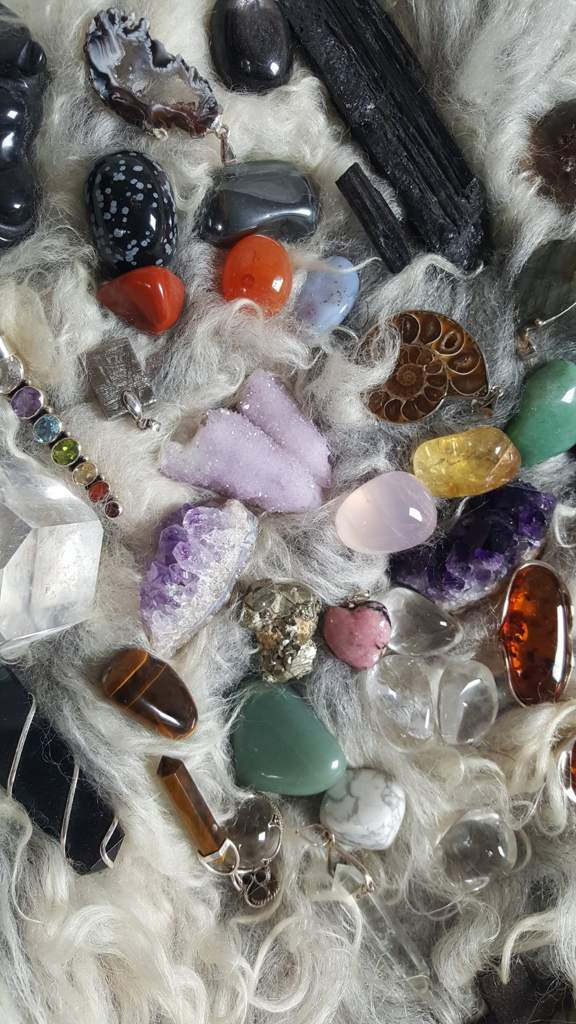 Crystal reading - crystals as a method | Pagans & Witches Amino