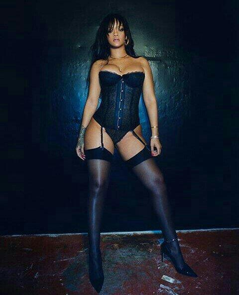 Resultado de imagem para Rihanna sensual