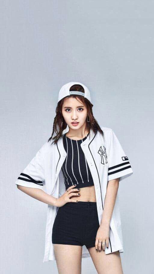Momo Wallpaper Twice 트와이스 ㅤ Amino