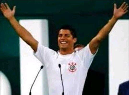 4f89ec9289 ... da champions league Cristiano diz que não quer mais jogar no Real  Madrid e quer ir para um time do Brasil e Corinthians na assina o pré  contrato com ...