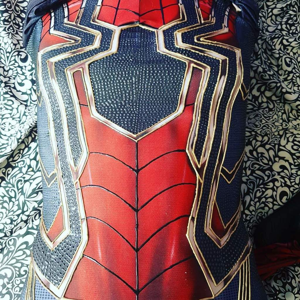 Opinions should I fill the red in on my infinity war suit