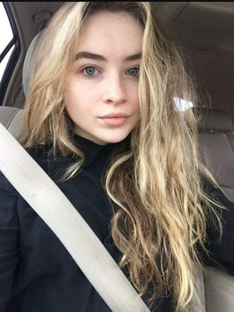 Day 9 idol without makeup and she's still beautiful ...