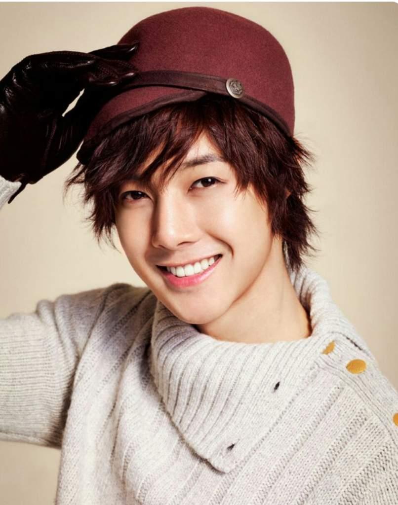 Kim Hyun Joong / 김현중 / 金賢重 Fever: Kim Hyun Joong HangTen Fall 2012