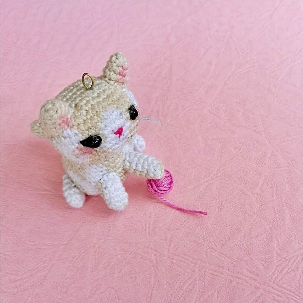Lying kitten amigurumi pattern - Amigurumi Today   1022x1024