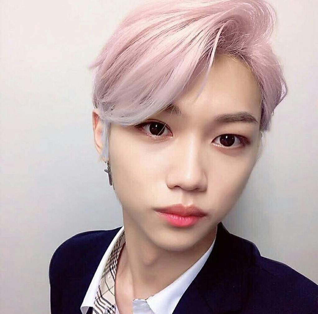 felix with pink hair | Stray Kids Amino