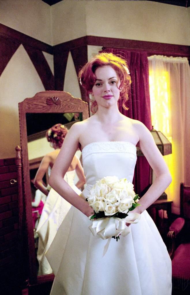 Výsledek obrázku pro charmed Piper outfit wedding