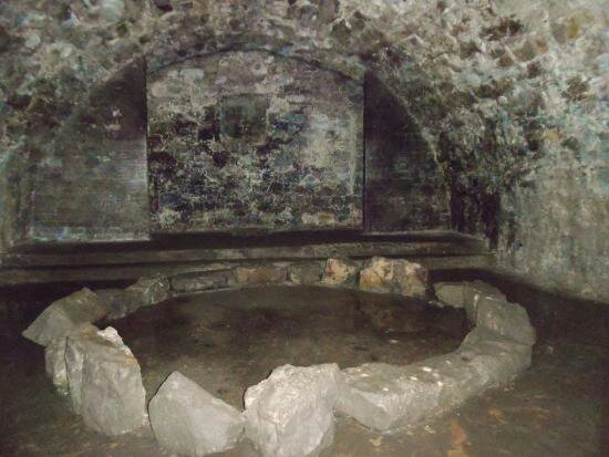 My ghost experience in the Edinburgh vaults | Paranormal Amino