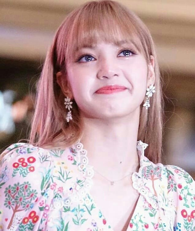 Lisa Was So Touched With The Surprise Of Thai Blinks K Pop Amino