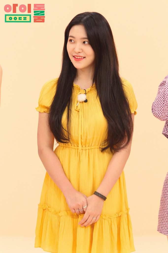 Yeri looked so pretty on idol room | Red Velvet Amino