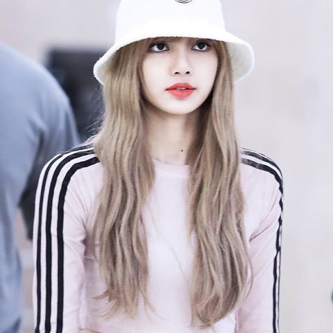 Which Photo Of Lisa Wearing A Bucket Hat Do You Prefer   52f554357ef