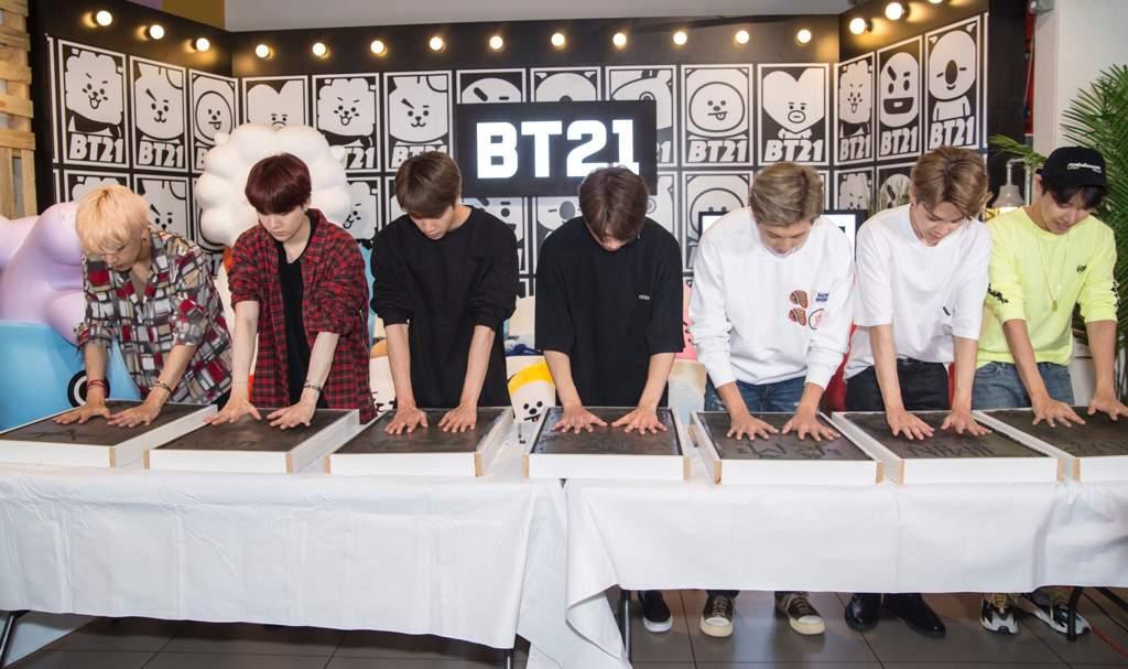 BTS Handprints in LA 🖐🏻 | ARMY's Amino