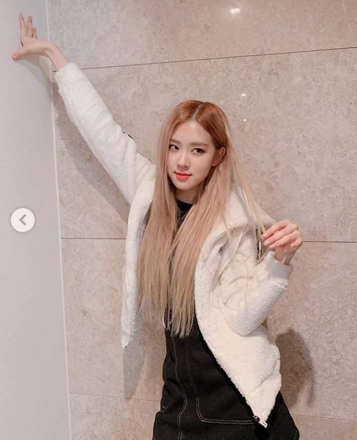 Rose S New Hair Color Slayyy Or Crayyy Blackpink 블랙핑크 Amino