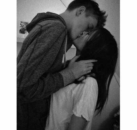 Целующиеся парень и девушка фото без лиц