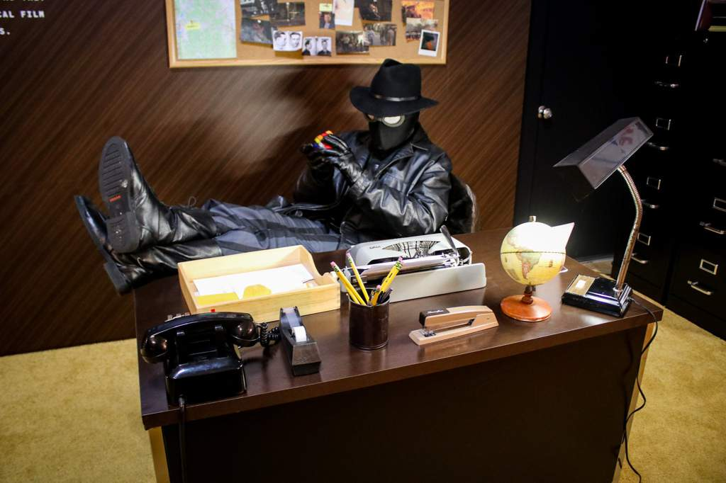 Spider man Noir in his office | Cosplay Amino