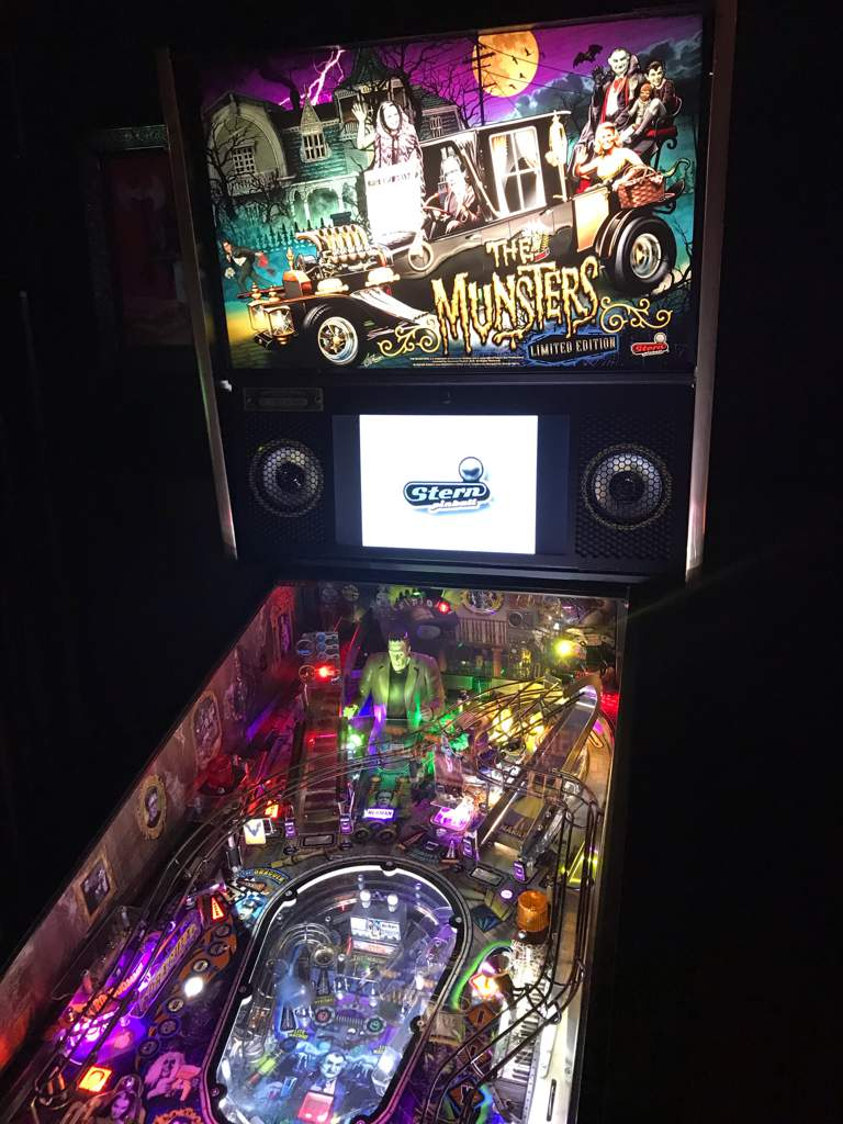 Munsters Ltd Edition Pinball | Horror Amino