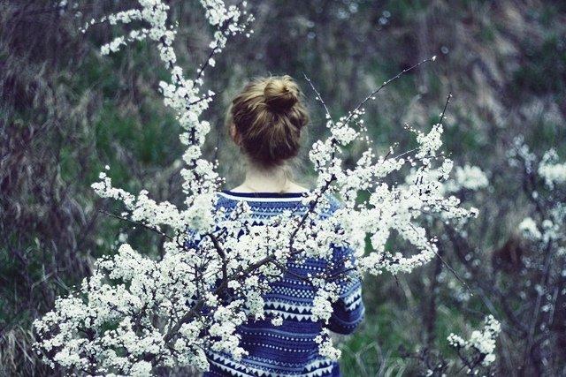 насколько весна фото на аву без лица начала искать фотографии