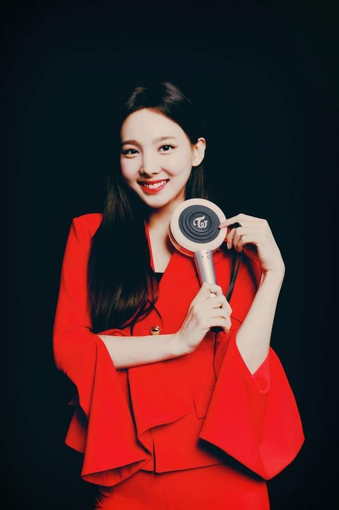 Twice with the Candybong Z lightstick | Twice (트와이스)ㅤ Amino