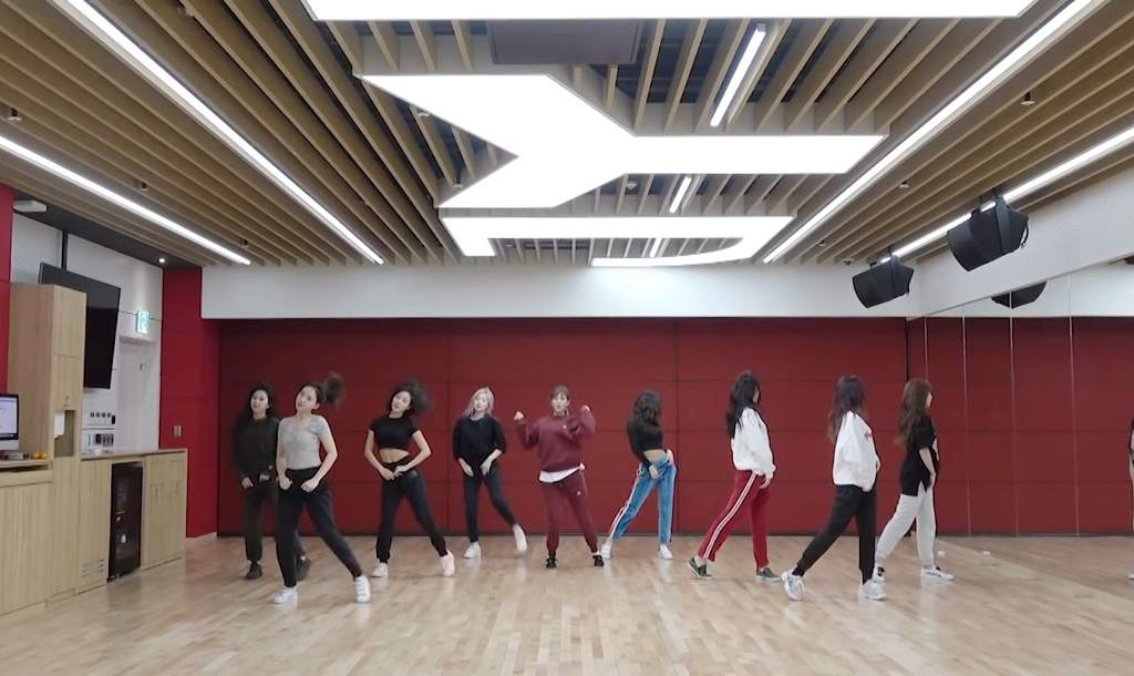 Twice Styles Yes Or Yes Momo Dance Practice Inspired Outfit Twice 트와이스 ㅤ Amino